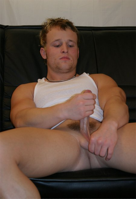 Dude jacking off0366 05